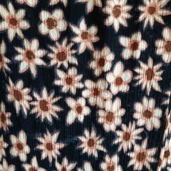 Sharong like, cotton, daisy patterned skirt