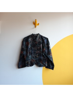 Chic brocade jacket with roses