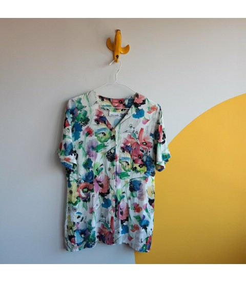 Viscose spring flowers buttoned down