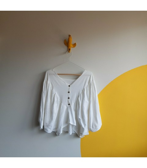 white cropped cotton top with batwing sleeve
